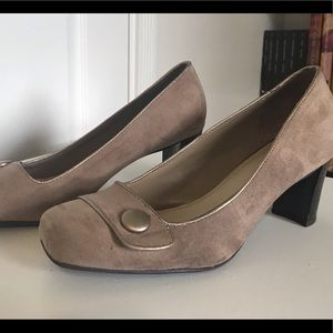 Croft and barrow heels tan size 8.5 chunky heels